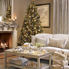 41 Best Christmas Living Room Decoration Ideas For Your Home - Living Room Elegant Christmas, Gold Christmas, Christmas Home, Christmas Trees, Merry Christmas, Christmas Interiors, Christmas Living Rooms, Santa Baby, Traditional Decor