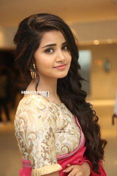 Anupama Parameswaran in pink saree stills (18)