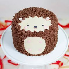 cute hedgehog cake. Would be ideal for a woodland themed baby shower or birthday party