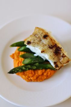 Week of Menus: Pan Seared Halibut with Carrot Purée and Asparagus ...