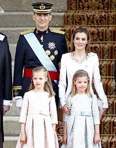 With King Felipe VI crowned King of Spain, we have a new queen (and style icon) as well! Queen Letizia's embellished coat is dazzling, and Leonor and Sofia wore frocks truly fit for princesses! love