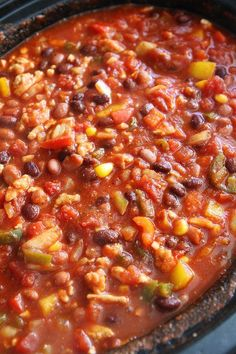 Slow Cooker Turkey Chili - this healthy turkey chili is loaded with beans, veggies, and lean turkey. Easy crockpot turkey chili is perfect for a chilly (and busy) day! Healthy Recipes, Chili Recipes, Turkey Recipes, Slow Cooker Recipes, Crockpot Recipes, Soup Recipes, Cooking Recipes, Healthy Turkey Chili, Chili Recipe With Corn
