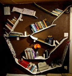 Practical DIY Skateboard Bookshelves... not sure whether it actually would look good in my livingroom :P
