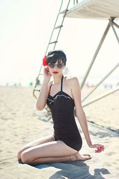 Classic for the beach! Vintage Girls, Vintage Black, Fashion Gallery, Rockabilly, Modcloth, Pretty Outfits, Stylish Outfits, Retro Fashion, Pin Up