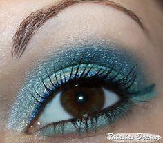 blue & turquoise eye make up using Essence 3D Eyeshadow 01 Irresistible Green http://www.talasia.de/2013/03/26/essence-3d-eyeshadow-01-irresistible-green/