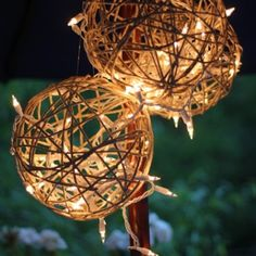 These DIY twine lanterns from 'Splash of Something' will keep you using that garden space well into the evening. We love using lights in the garden, and this is an easy DIY project using glue and balloons! Rustic Christmas, Christmas Crafts, Christmas Bulbs, Christmas Decorations, White Christmas, Ball Decorations, Garden Decorations, Diy Decoration, Ceremony Decorations