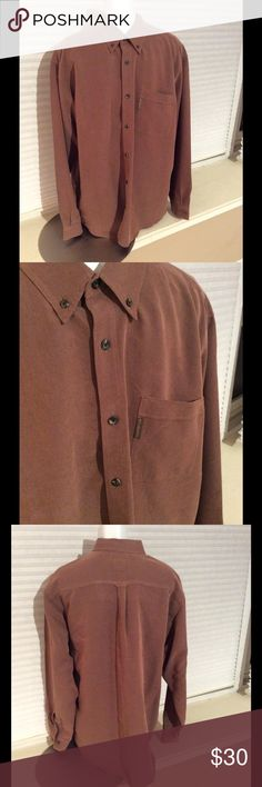 Columbia Men's Long Sleeve Collared Button Down XL Gently loved condition. No major pilling. No rips, tears or discolorations. *measured flat* Across shoulders: 21in. Sleeve length: 26in. Top to bottom hem: 32in Columbia Shirts Casual Button Down Shirts