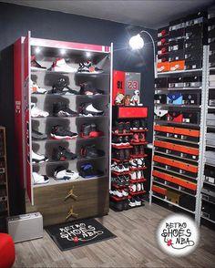 Shoe Rack Bedroom, Shoe Room, Bedroom Setup, Boys Bedroom Decor, Shoe Box Storage, Locker Storage, Storage Ideas, Sneaker Storage, Hypebeast Room