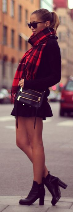 Autumn style ideas: all black outfit with large over sized red Tartan scarf