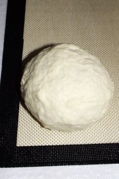 I wanted to test the famous pizza dough with white cheese This recipe has a lot of advantages: no rest time, lighter than classic pizza dough recipes … so you can have fun without having too much remorse. Classic Pizza Dough Recipe, Pizza Recipe No Yeast, Pizza Recipe Pillsbury, Bbq Pizza Recipe, Mini Pizza Recipes, Grilled Pizza Recipes, Deep Dish Pizza Recipe, Healthy Pizza Recipes, Healthy Baking
