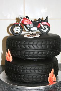 Take a look at some of the coolest biker birthday cakes around. These motorcycle themed cakes are almost too cool to eat. Props to all the cake artists who made these kick-ass cakes. Some of these designs are incredibly detailed and creative. Motorcycle Birthday Cakes, Biker Birthday, Motorcycle Cake, Harley Davidson Cake, Harley Davidson Birthday, Fancy Cakes, Cute Cakes, Tire Cake, Cupcakes Decorados