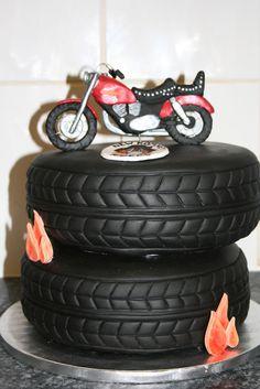 Gâteau danniversaire en forme de pneus moto. Et pour choisir votre ...
