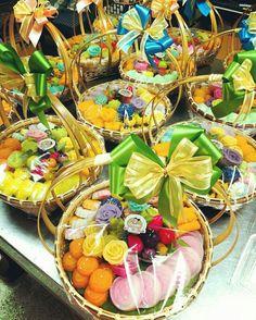 #ชุดตะกร้าของขวัญขนมไทย #ของขวัญ #ขนมไทย #ขนม #ขนมของฝาก  #ขนมไทยโบราณ #ปีใหม่ #ขนมปีใหม่ #อุบล #Thaidessert #ขนมไทยป้าเนตร Dessert Packaging, Food Packaging, Thai Recipes, Asian Recipes, Bar Catering, Asian Cake, Sweet Bar, Thai Dessert, Backdrop Wedding