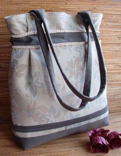Hand bag - TOREBKA  NUTA ELEGANCJI