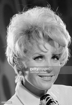 """Whitney Blake February 20, 1926 - September 28, 2002. She guest stared in alot of tv shows but is best known as Dorothy Baxter in """"Hazel"""". In the 70's she went on to be co writer and co creator of tv's """"One Day at a Time"""". It was loosely based on her life. She's also the mother of """"Family Ties"""" star Meredith Baxter Burney. She was 76. Mom Tv Show, Whitney Blake, Meredith Baxter, The Andy Griffith Show, Perry Mason, Louise Brooks, First Tv, Hot Actresses, Writer"""