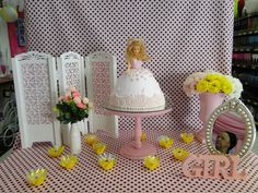 Bolo de Boneca em Chantilly para festas infantis.  Doll Cake in Butter Cream to birthday parties.