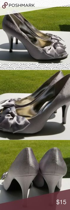 Touch of Nina Women's Shoes Silver Touch of Nina Peep Toe Pump with now accent; size 8M; shoes are in good condition although the soles are scratched from walking on gravel(photo #6); cushions have also been added(photo #8) Nina Shoes Shoes Heels