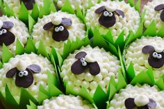 Sheep cupcakes- LOVE the grass liners