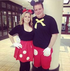 For the classic Disney couple. What you need to do: Wear matching black and red tops and bottoms. To make the Mickey Mouse gloves, print out this traceable paper.  Source: Instagram user kristenboos