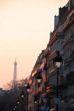 la tour #eiffel at sunset...
