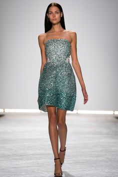 A look from the Monique Lhuillier Spring 2015 RTW collection.