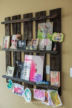 cute pallet photo display from   http://jennvphotography.com/blog