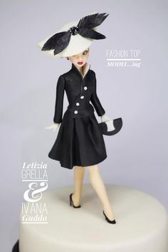 by Letizia Grella Fondant Toppers, Fondant Cakes, 3d Cakes, Betty Boo, Fondant People, Cake Models, Fondant Animals, Cakes For Women, Sugar Cake