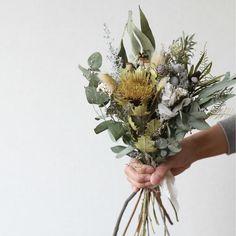 Small Wedding Bouquets, White Wedding Flowers, Fall Flowers, Flower Bouquet Wedding, Dried Flower Wreaths, Dried Flower Bouquet, Dried Flowers, Bouquet Wrap, Dried Flower Arrangements