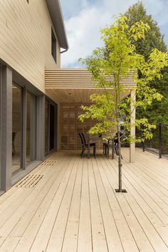 The Residence Belcourt is a typical Canadian house built in 1974. Clients underwent major renovations in order to optimize the functionality of the residenc...