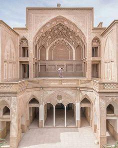 Persian Architecture, Ancient Architecture, Art And Architecture, Ancient World History, Persian Garden, Iran Travel, Traditional House, Taj Mahal, Brick