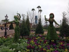Elsa and Anna in Epcot