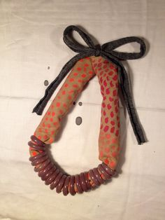 Handpainted cotton necklace with glass rings. By Tulip