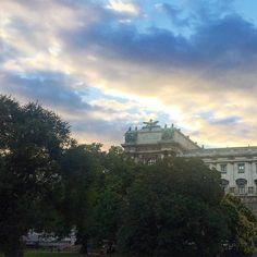 Жара спала  и можно прогуляться по вечерней Вене   #этожизнь #лето #путешествие #австрия #вена #reisen #traveling  #travel #summer #austrian #wien