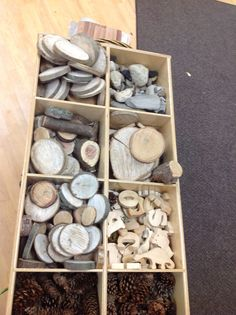 Organizing Loose Parts - storage between our Nature Area and our Building Area. (Could use a cube shelving unit on its back) Play Based Learning, Learning Spaces, Learning Environments, Early Learning, Reggio Classroom, Kindergarten Classroom, Outdoor Classroom, Reggio Emilia, Kita Portal