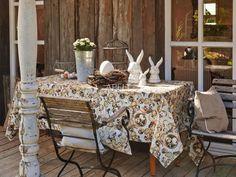 Ostern bei Frühlingshaften Temperaturen auf der Veranda mit einer Tischdecke von Apelt und passenden Kissen, Artikel 2104, TORINO, TAHITI