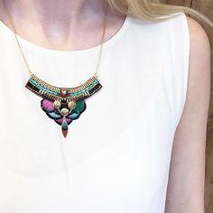 Traversez l'automne avec légèreté en adoptant ce collier Satellite qui glissera une note de fantaisie dans votre dressing ! #satelliteparis #gioielli #bijoux #love#photooftheday #collier#necklace #feather #plumes #Friday #happyfriday
