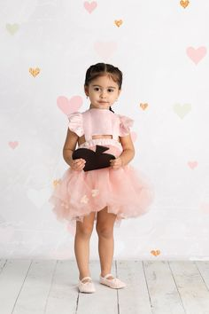 Aww Elle is so cute. Cute Mixed Babies, Cute Babies, Baby Kids, Mix Baby Girl, Cute Baby Girl, Cute Family, Baby Family, Cute Little Girls, Cute Kids