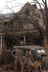 Abandoned house and car - looks like Grey Gardens Abandoned Buildings, Abandoned Mansions, Old Buildings, Abandoned Places, Abandoned Property, Abandoned Vehicles, Abandoned Cars, Mansion Homes, This Old House