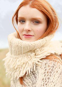Fransen-Rollkragen in Wollweiß selber stricken mit ggh-Garn HUSKY (50% Schurwolle, 50% Polyacryl) und der Strickanleitung aus Rebecca- mein Strickmagazin. Garnpaket zu Modell 21 aus Rebecca Nr. 60