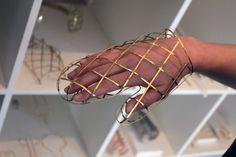 Vibe Harslof : wireframe mitten | #accessory