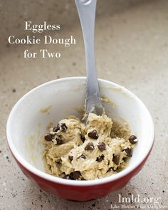 Eggless Cookie Dough for TwoIngredients: 2 TBS butter, softened 2 TBS brown sugar 1 TBS sugar ¼ tsp vanilla 1 TBS milk ¼ tsp salt 6 TBS flour ¼ cup milk chocolate chips Instructions: In a small bowl, cream together your butter and your sugars until. Brownie Desserts, Mini Desserts, Just Desserts, Delicious Desserts, Yummy Food, Plated Desserts, Tasty, Cookie Dough For One, Edible Cookie Dough Recipe Without Brown Sugar