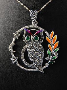 Owl. Silver pendant decorated with marcasite & enamel.  Stříbrný přívěsek 925 punc, sova, smalt, markazit, achát. 55-565-2239
