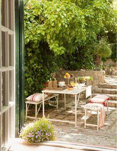 Home & Garden : Sur la terrasse Outdoor Retreat, Outdoor Rooms, Outdoor Dining, Outdoor Gardens, Outdoor Furniture Sets, Outdoor Decor, Pergola Plans, Pergola Kits, Pergola Ideas