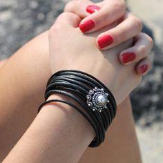 Zwarte leren driedubbele armband met Zeeuwse knoop.