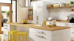 Glencoe White combines classic white colouring with the highly fashionable geometric trend to create a truly modern kitchen. White Gloss Kitchen, Contemporary Kitchen, New Kitchen, Kitchen Prices, Kitchen Fittings, Kitchen Cost, Kitchen Gallery, Kitchen Renovation, Retro Kitchen