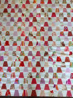 Tumbler quilt progress. Top complete. Tumbler Quilt, Tablerunners, Queen Quilt, Patch Quilt, Quilt Making, 2 Colours, Tumblers, Towels, Core