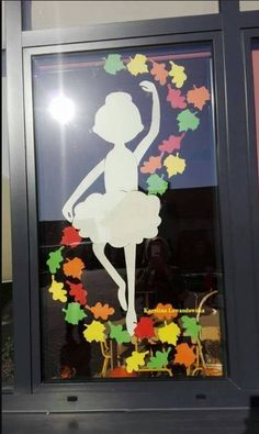 Top 40 Examples for Handmade Paper Events - Everything About Kindergarten Classroom Window Decorations, Art Classroom Decor, School Decorations, Autumn Crafts, Autumn Art, Diy And Crafts, Crafts For Kids, Paper Crafts, Window Art