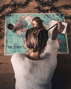 Map girl messy bun wanderlust road trip vacation planning holiday travel maps, world map travel Hipster Vintage, Style Hipster, Summer Pinterest, Pinterest Pinterest, Photos Voyages, Travel Maps, Travel Trip, Girl Travel, Solo Travel