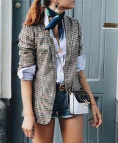 The Best Street Style Inspiration & More Details That Make The Difference - Street Style Outfits Look Blazer, Plaid Blazer, Blazer Outfits, Casual Outfits, Blazer Fashion, Plaid Jacket, Plaid Scarf, Blazer Shirt, Blazer And Shorts