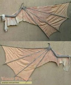 This is the one and only set of HERO Creeper wings used in Jeepers Creeper 1 and tests spots for Jeepers Creepers They are incredibly detailed all the way down to the fingertip. Costume Tutorial, Cosplay Tutorial, Cosplay Diy, Cosplay Wings, Cosplay Ideas, Diy Costumes, Halloween Costumes, Dragon Costume, Gargoyle Costume